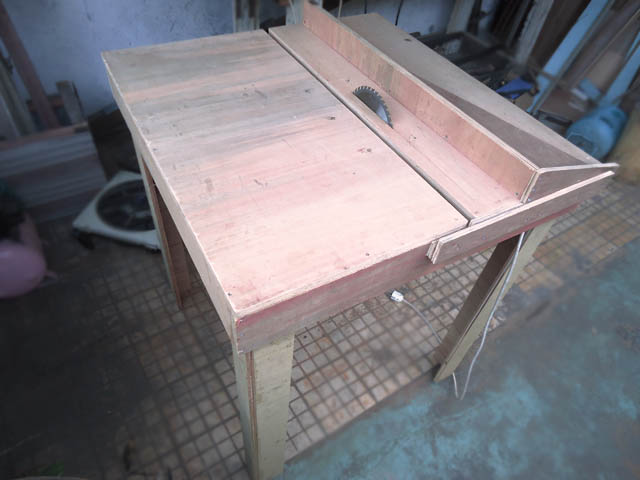 Table saw/meja potong dari papan kayu