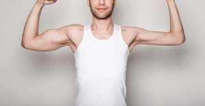 jeden biceps większy od drugiego co robić