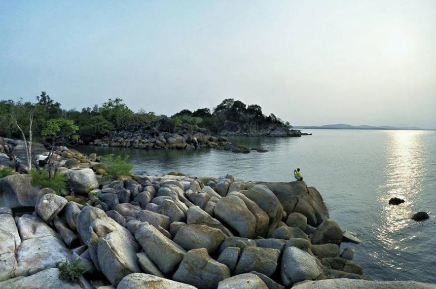 sejarah pantai batu bedil