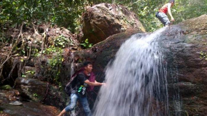 Air Terjun Pait Muntok kampung alam