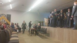 Pakruojo miesto VVG valdybos pirmininkei Rūtai Sausienei įteikta atminimo lenta su Pakruojo miesto VVG pavadinimu.