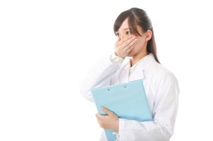「当直の予定を忘れていた研修医当直の予定を忘れていた研修医」[モデル:さとうゆい]のフリー写真素材を拡大