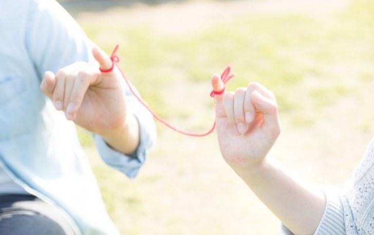 赤い糸で結ばれた恋人