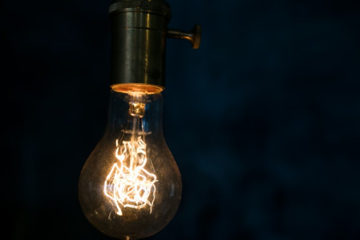フィラメント電球