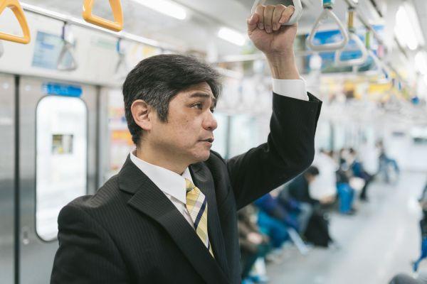 通勤 サラリーマン 電車
