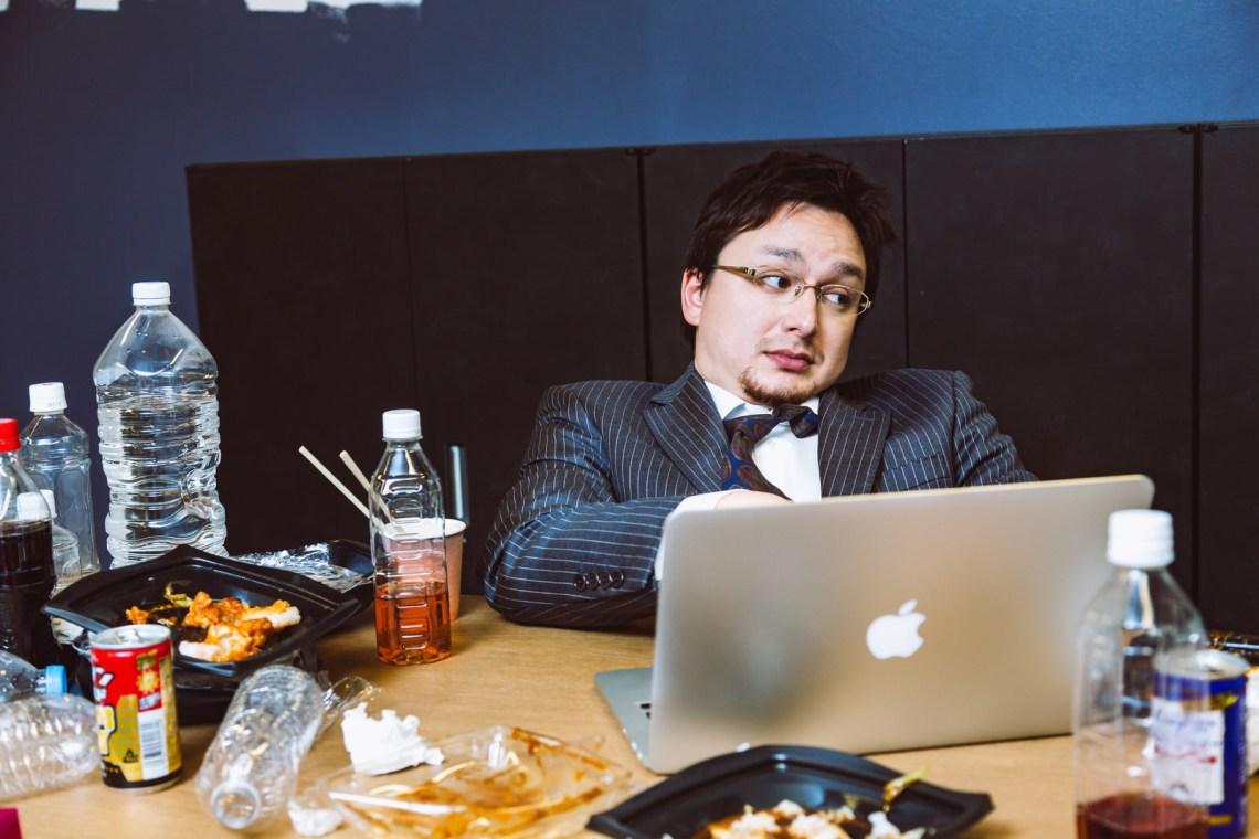 「連休中も仕事していた様子」の写真[モデル:Max_Ezaki]
