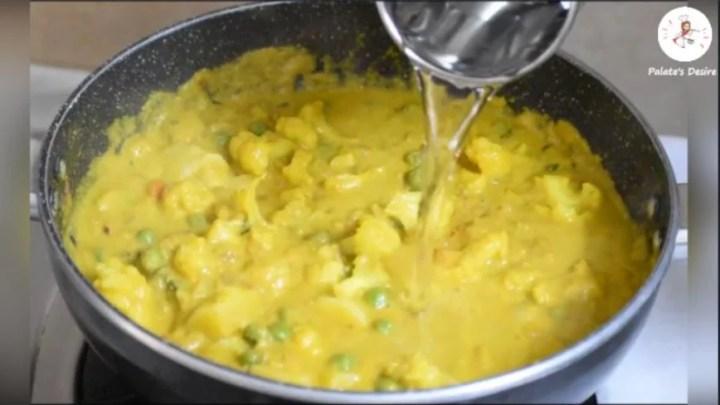 Cauliflower Potato Kurma | aloo gobi kurma