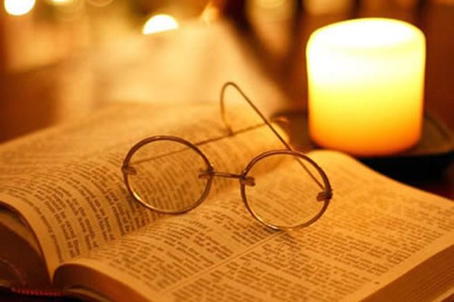 Risultati immagini per leggere un libro