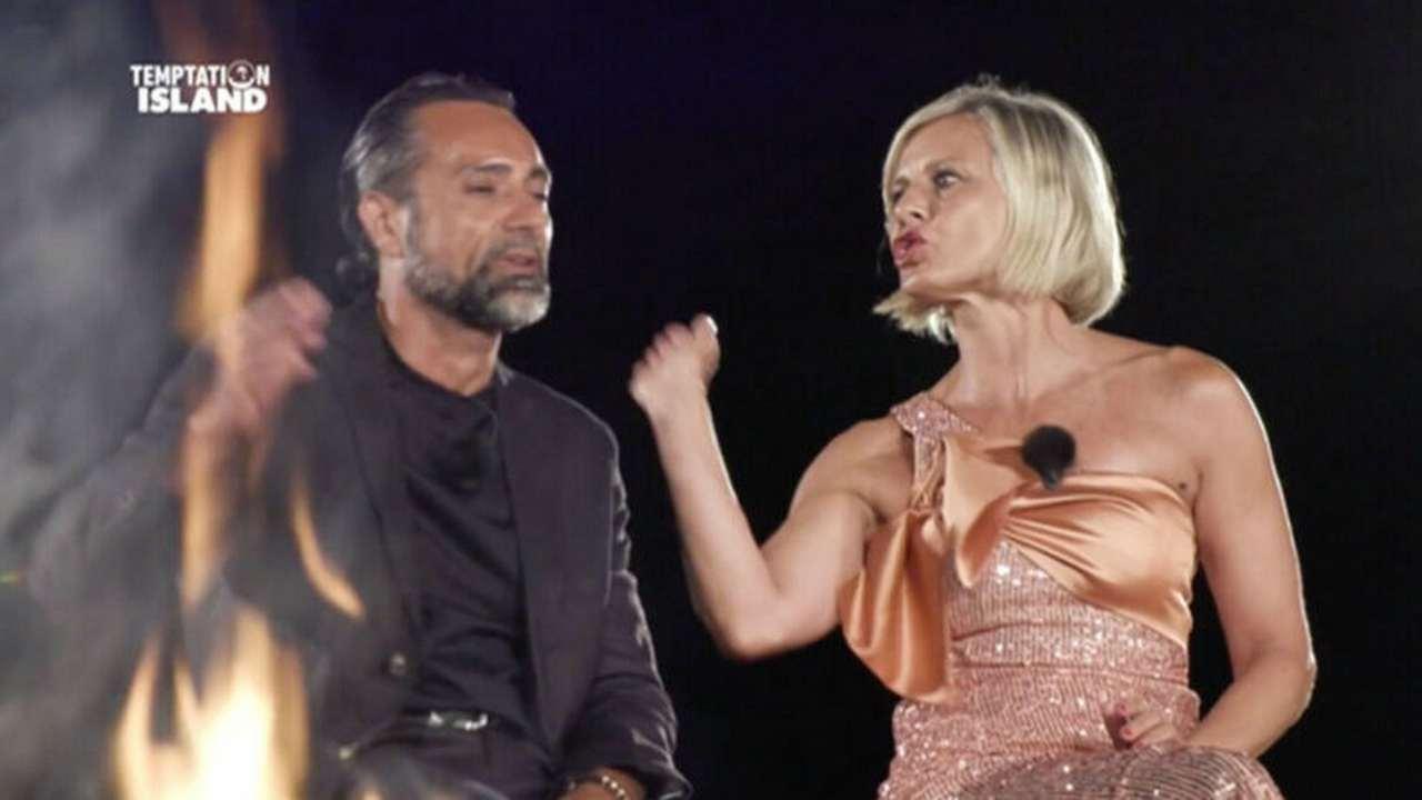 """Antonella Elia, schiaffeggia (giustamente) Pietro Delle Piane: """"Non mi toccare schifoso"""""""