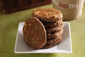 paleonewbie.com recipe for soft and chewy ginger snaps