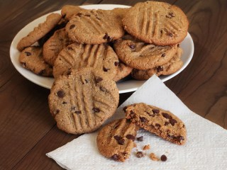 """""""Peanut Butter"""" Chocolate Chip Cookies"""