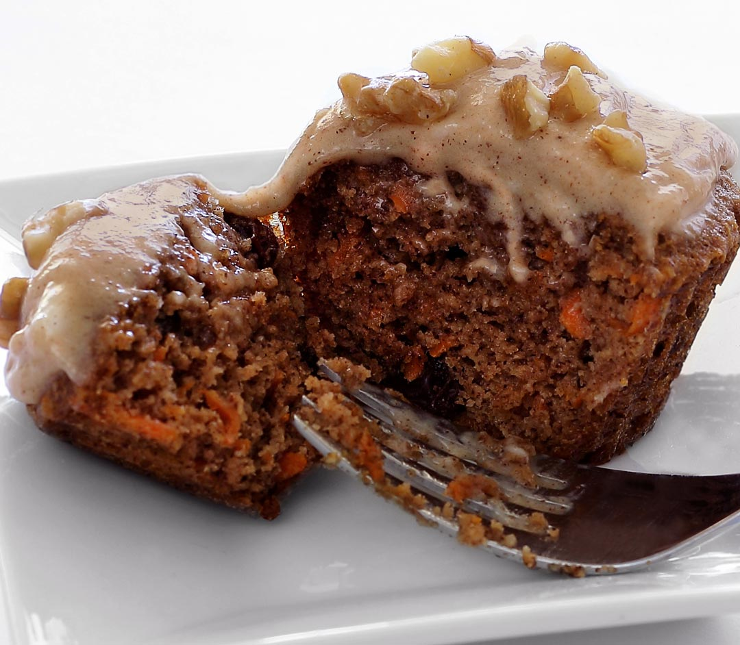 easy paleo recipe for carrot cake cupcake with vanilla frosting