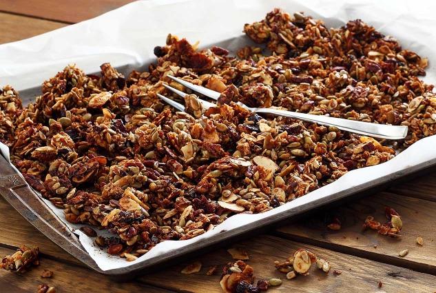 easy pumpkin-spiced granola recipe from paleonewbie.com
