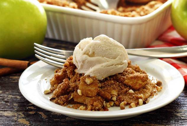 paleonewbie.com recipe for paleo and gluten free apple crisp crumble