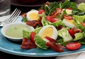 paleonewbie.com BLT salad featuring a new Tangy Avocado Ranch Dressing recipe