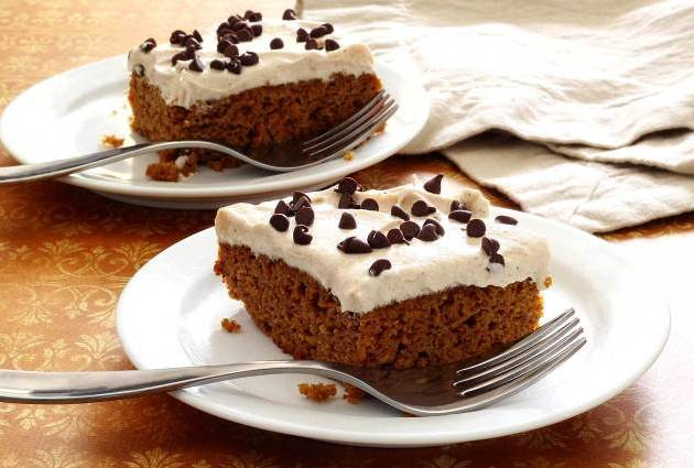 Paleo Pumpkin Cake with Cinnamon-Vanilla Frosting