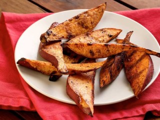 Sweet Potato Paprika-Cinnamon Wedges