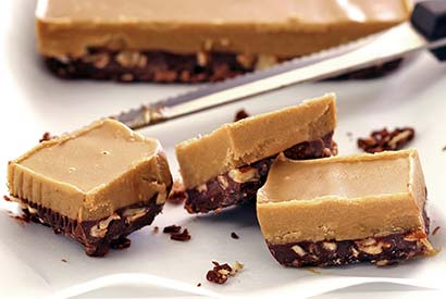 easy paleo recipe for no-cook chocolate and nut butter fudge