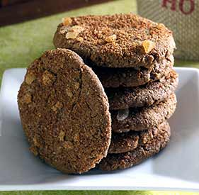 easy paleo recipe for ginger snaps holiday cookies