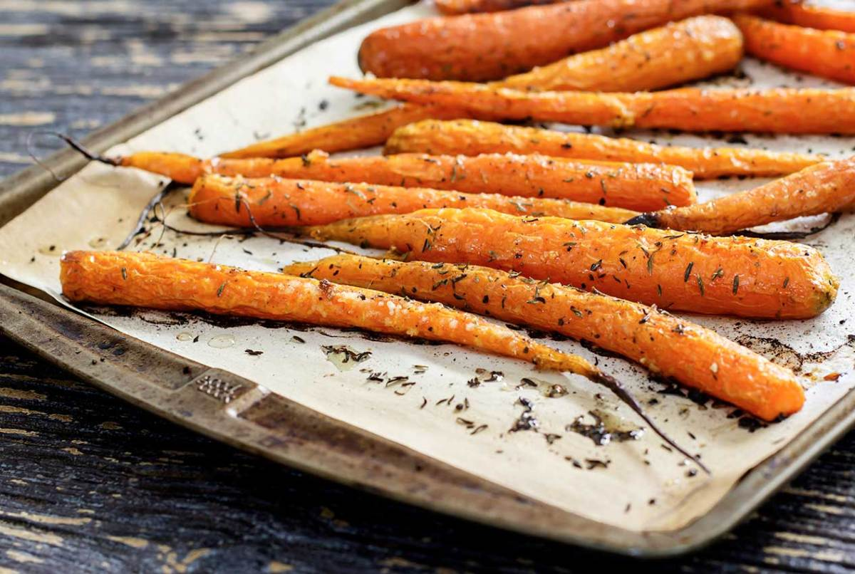 easy paleo recipe for garlic and honey roasted carrots