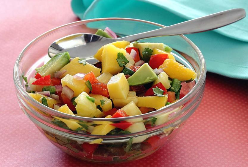 simple paleo recipe for a refreshing mango pineapple salsa