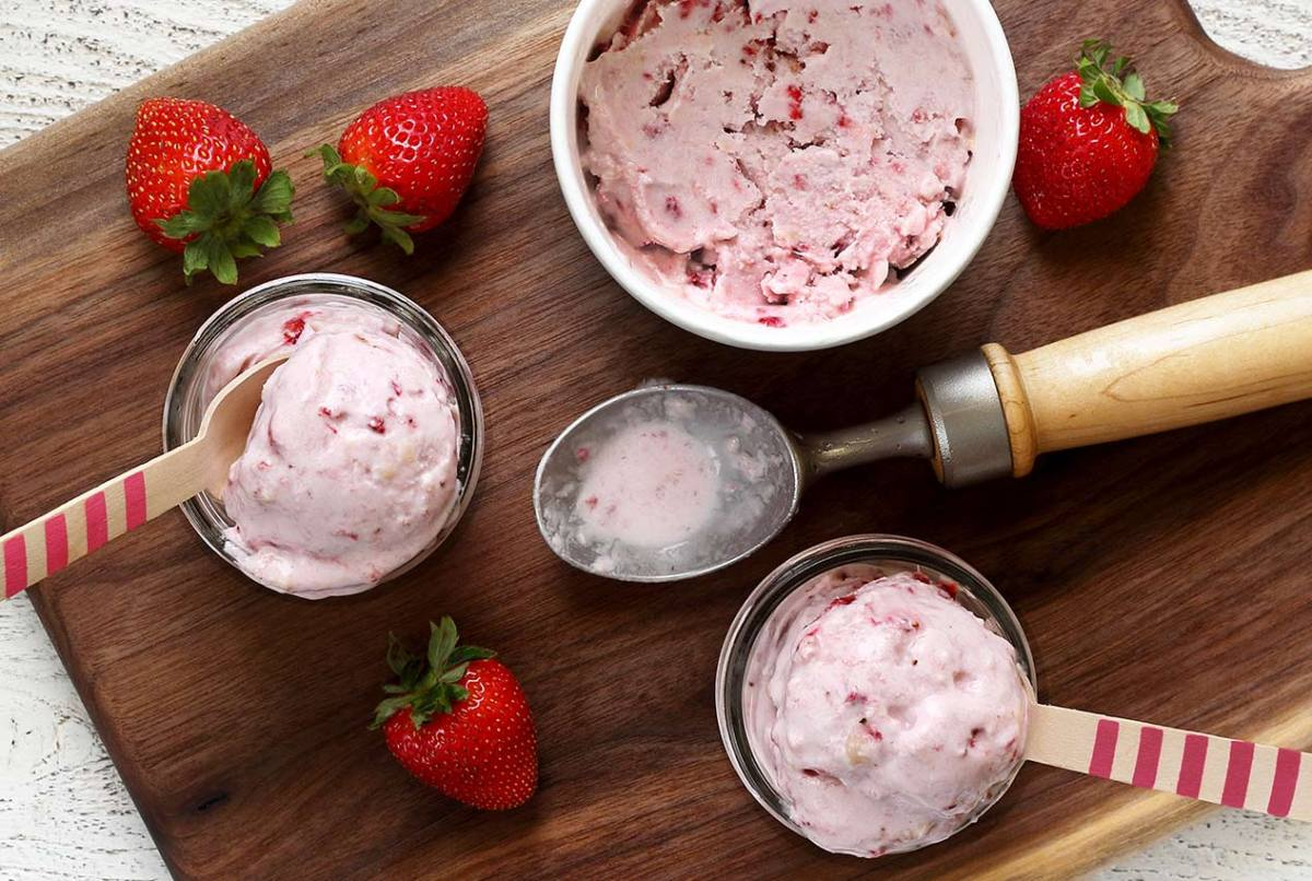 easy paleo recipe for non-dairy strawberry-banana ice cream