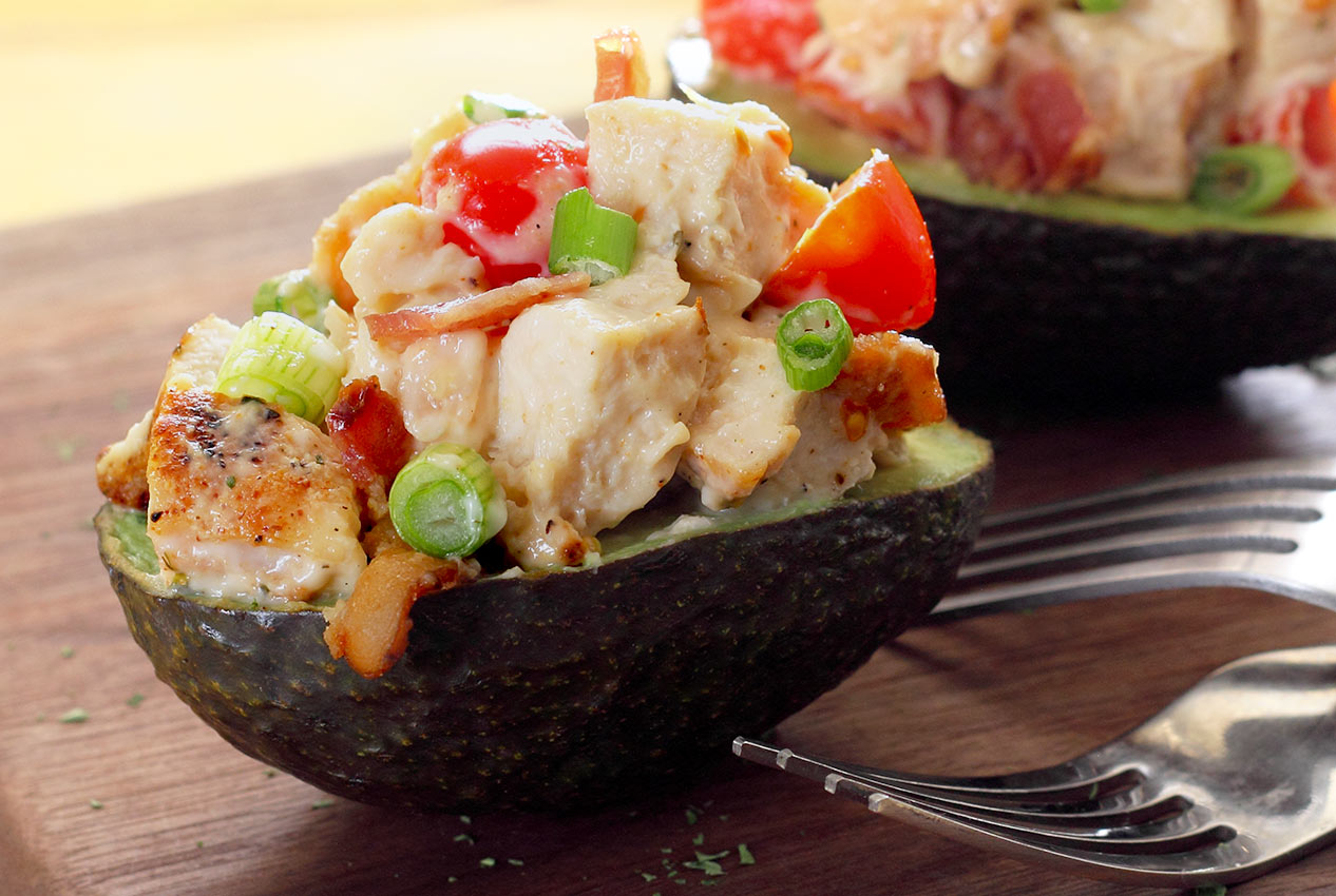 easy paleo recipe for bacon, chicken and tomato stuffed avocado