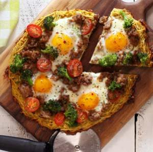 simple paleo and gluten free breakfast pizza recipe made with real food