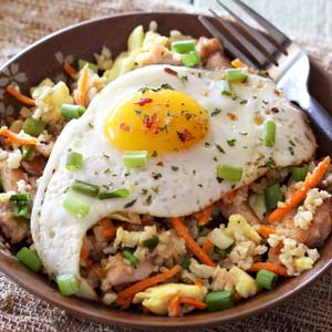 easy paleo recipe for soy-free chicken fried rice bowl made with cauli rice