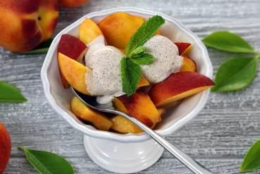 easy recipe for a peaches and cream paleo dessert dish