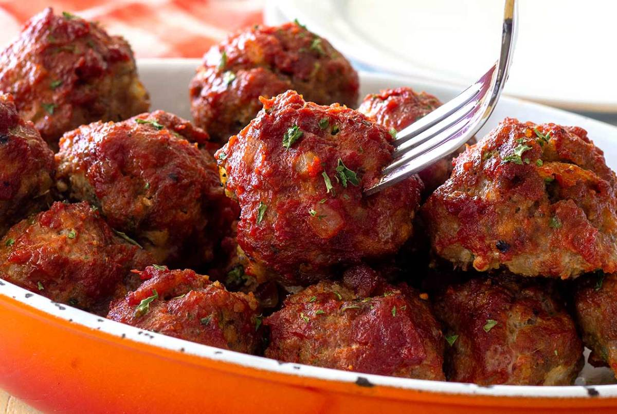 easy paleo and gluten-free recipe for slow-cooker/crockpot Mexican meatballs in chipotle sauce