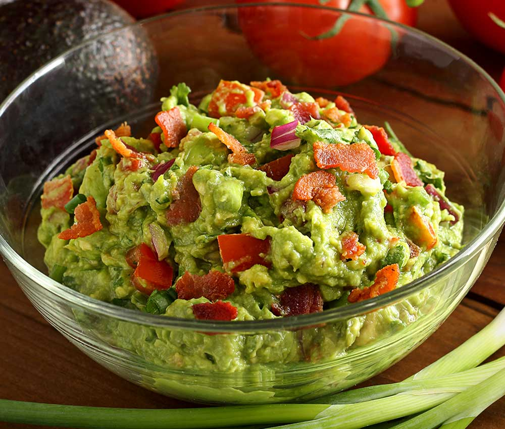 easy paleo and gluten-free recipe for a spicy guacamole