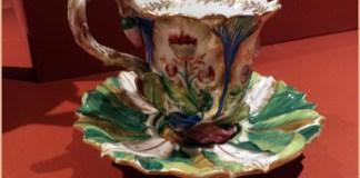Exhibición de juegos de porcelana en la Casa Fernández Blanco