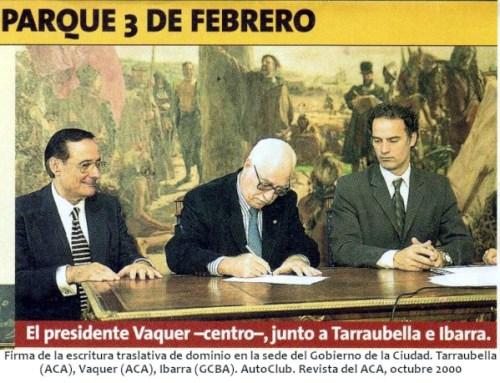 Firma de la escritura traslativa de dominio en la sede del Gobierno de la Ciudad. Tarraubella (ACA), Vaquer (ACA), Ibarra (GCBA). AutoClub. Revista del ACA, octubre 2000