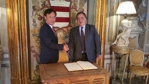 Yong-joon Lee e il sindaco Leoluca Orlando