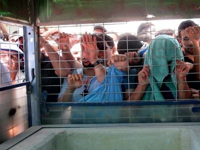 Palestinians waiting at the Qalanidya military checkpoint. (Photo: Tamar Fleishman, Palestine Chronicle)
