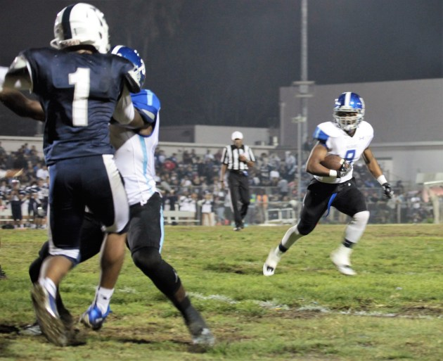 Senior Marrio Lofton takes the ball around the line to score. Photo: Drew Vaupen