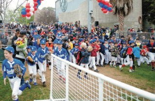 Pacific Palisades baseball players rushed the field after a pancake breakfast and opening ceremonies. Photo: Lesly Hall Photography