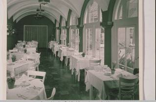 Uplifters Ranch dining room, circa 1950. Photo: Santa Monica Public Library.