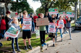 LAUSD students rally in solidarity with their teachers in Pacific Palisades. Photo: Courtesy