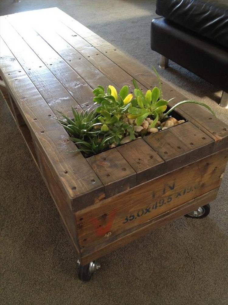 11 Amazing Recycled Pallet Tables With Planters Pallet