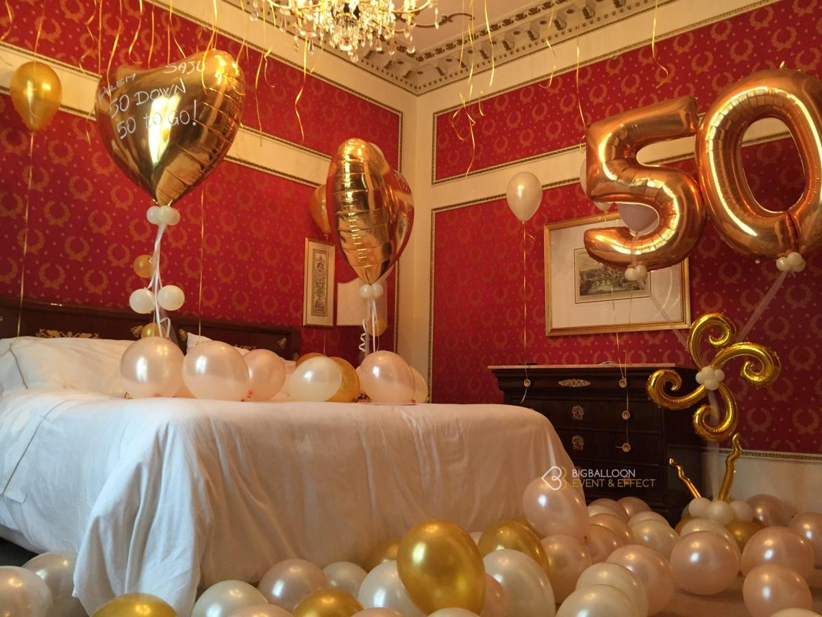 Camera hotel palloncini elio compleanno 50 anni