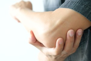 Men use their hands to hold their elbows and He had pain at the elbows.