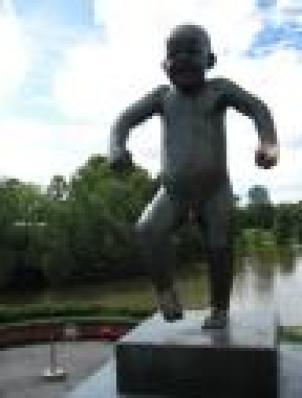 Statua Bambino Capriccioso di Oslo