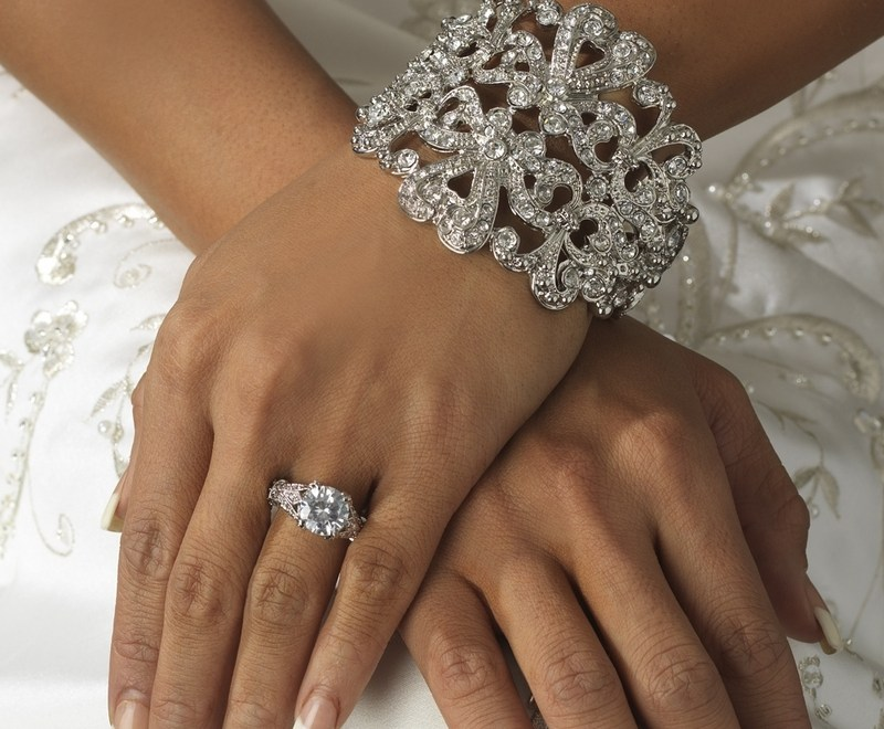 5 Tips for Picking Your Wedding Jewelry