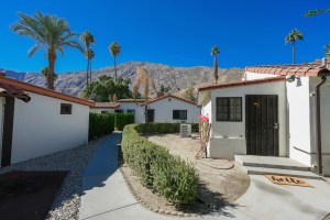 """Palm Springs Cottage Rentals"""