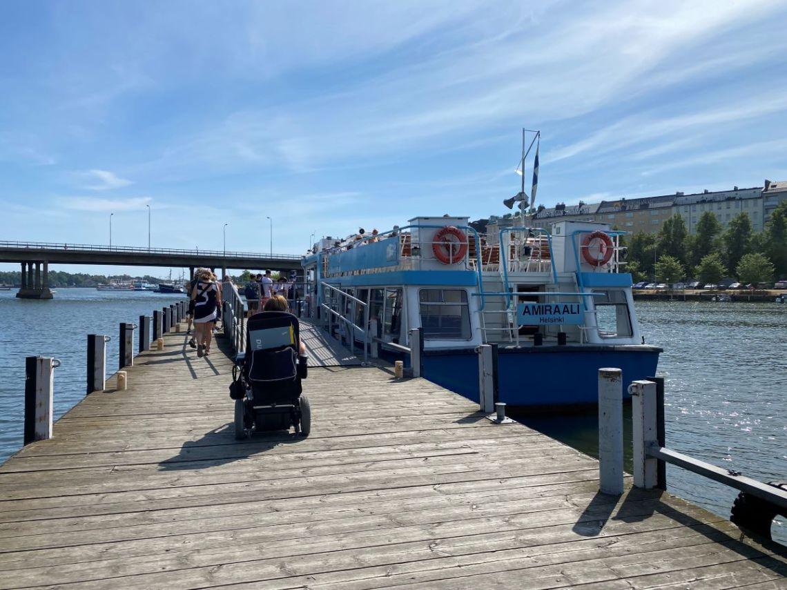 Vallisaari ja Helsinki Biennaali pyörätuolilla