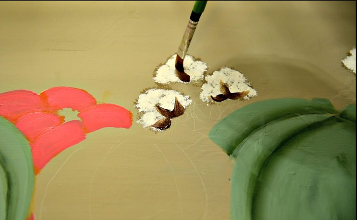 painting details on cotton bolls, diy fall sign