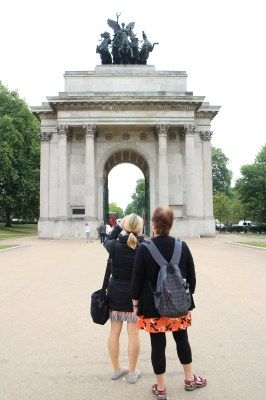 Photo taking of the Wellington Arch
