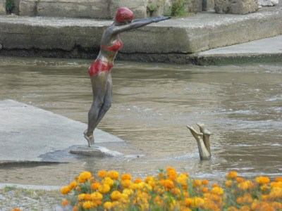Statue of diving into the river?